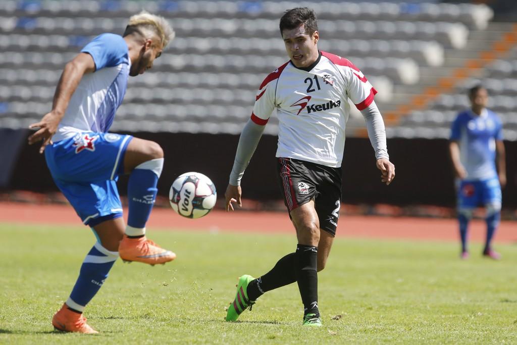 PUEBLA, Pue. 08 octubre 2016.- Jugadas del partido de futbol amistoso entre los Lobos de la BUAP y el club Puebla realizado en el estadio Universitario.  //Agencia Enfoque//
