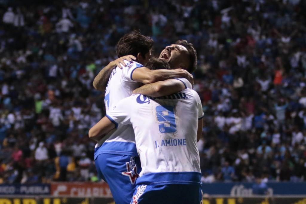 PUEBLA, Pue. 16 ABRIL.- El Club Puebla gana 2-1 al Cruz Azul durante el juego de la jornada 14 del Torneo Clausura 2017 de la Liga Bancomer MX en el estadio Cuauhtémoc. //Agencia Enfoque//