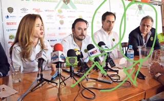 El de la extrema derecha es el señor Álvaro Navarro quien estuvo ayer en las oficinas de Vía San Ángel con Mario Mendívil y el señor Álvarez, para cerrar el trato de la venta de Lobos BUAP.