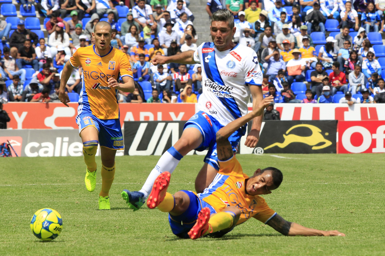PUEBLA, Pue., 05 marzo 2017.- El Club Puebla perdió dos goles a cero ante los Tigres de Monterrey en partido correspondiente a la jornada 9 del torneo de clausura de la Liga MX celebrado en el estadio Cuauhtémoc.. //Agencia Enfoque/